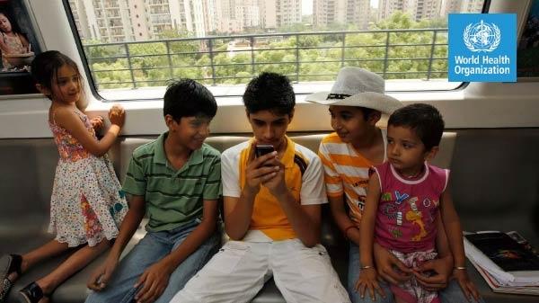 बच्चों के लिए स्मार्टफोन, टीवी, कंप्यूटर का इस्तेमाल खतरनाक: WHO