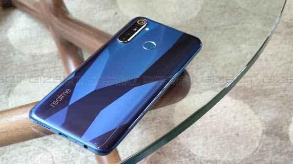 Realme अपने 2000 कर्मचारियों के साथ शुरू करेगा स्मार्टफोन बनाने का काम