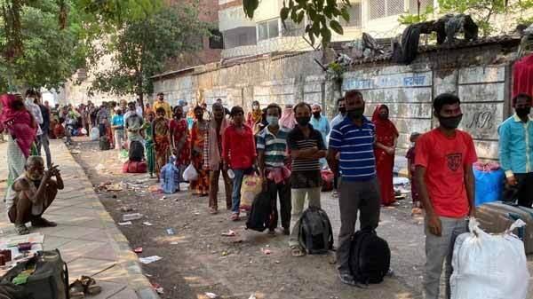 सोनू सूद से इंस्पायर होकर सोशल मीडिया से ली मदद और मजदूरों को पहुंचाया उनके घर