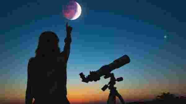 2020 का चौथा चंद्रग्रहण लगेगा कल, जानिए वक्त और यहां देखिए लाइव स्ट्रीमिंग
