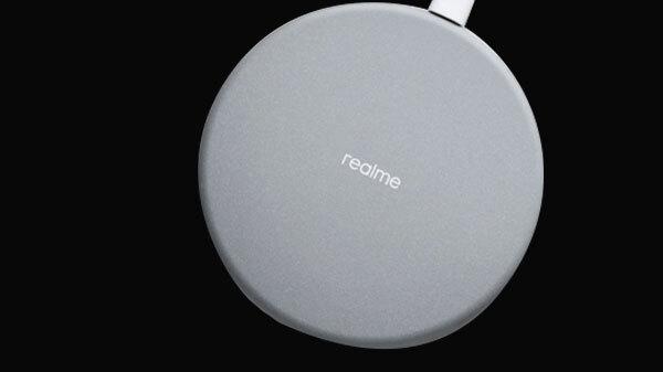 Realme कंपनी का वायरलैस चार्जर हुआ लॉन्च, 899 रुपए में मिलेंगे बहुत सारे फीचर्स
