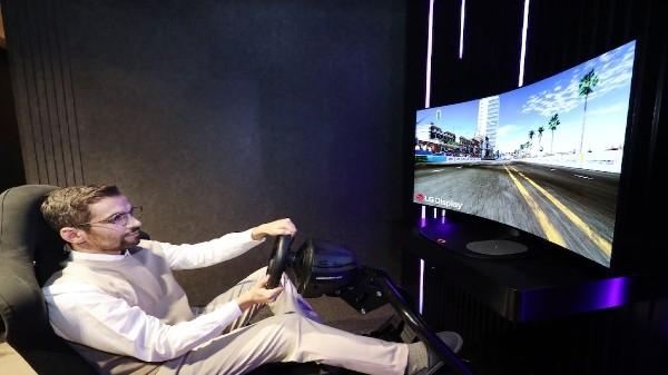 CES 2021 से ठीक पहले एलजी ने लॉन्च किया मुड़ने वाला एक शानदार टीवी