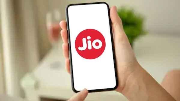 Jio Smartphone अगले महीने होगा लॉन्च, फीचर्स होंगे ज्यादा और कीमत होगी कम: रिपोर्ट