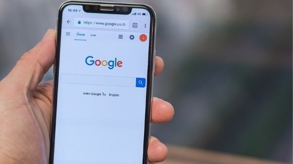 भूल से भी कभी ये चीजें गूगल पर सर्च न करें