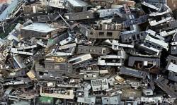 सावधान: धीरे-धीरे बढ़ता जा रहा है ई-कचरा