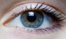 आखों की रोशनी कम कर रहा है आपका स्मार्टफोन