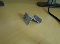 एटीएम कार्ड से बना मोबाइल होल्डर, देखिए 10 ऐसे ही टेक हैक