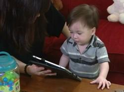 बच्चों का डेवलपमेंट रोकता है स्मार्टफोन