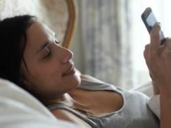 खतरनाक हो सकता है फोन के साथ सोना जानिए क्यों ?