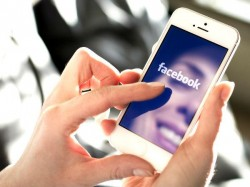 फेसबुक पर दोस्तों की ज्यादातर तस्वीरें होती हैं आपको 'जलाने' के लिए!