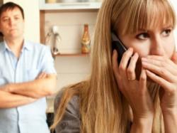 चुपचाप कैसे देखें अपनी बीवी का स्मार्टफोन
