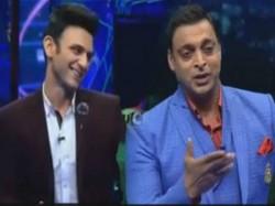 पाकिस्तान की हार के बाद भारतीय टीवी एंकर पर भड़के शोएब, विडियो वायरल