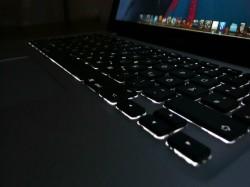 मैकबुक कीबोर्ड बैकअप लाइट को कैसे करें सेट