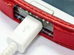 चार्जर नहीं तो बिन चार्जर के करें फोन चार्ज