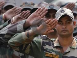 मोदी इफेक्ट: वीडियो हुआ वायरल, दिल्ली एयरपोर्ट पर सैनिको को मिला सरप्राइज़