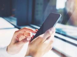 फोन चार्जिंग के समय क्या आप भी करते हैं ये गलती?