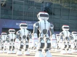 Video : 1069 रोबोट ने एक साथ डांस कर बनाया गिनीज वर्ल्ड रिकॉर्ड