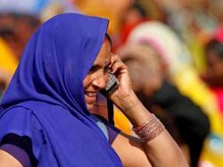 मोबाइल यूजर्स के लिए खुशखबरी, कॉल दरें जल्द हो सकती हैं कम