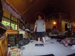 हथौड़े से कैसे तोड़ रहे हैं लैपटॉप, देखिए हैरान करने वाला वीडियो !