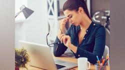 कंप्यूटर का उपयोग करते समय नेत्र तनाव को कैसे कम करें
