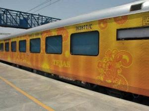 तेजस : वाई-फाई, LCD स्क्रीन, कॉफी मशीन, ये है भारत की हाइटेक ट्रेन