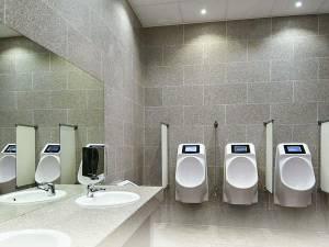 टॉयलेट भी करिए और एड भी देखिए