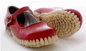 देखिए अनोखे जूते जो इंसानों के दातों से बने हैं