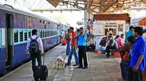 अब स्टेशन पर उतरने से पहले रेलवे बुक करेगा आपकी कैब