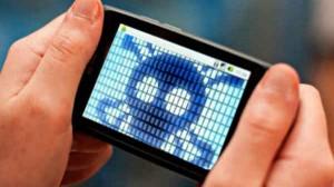 Alert: स्मार्टफोन पर आया VIRUS, ये लक्षण दिखें तो हो जाएं सावधान