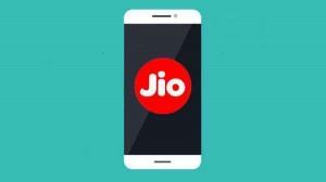 Jio, Realme के साथ मिलकर लॉन्च करेगा 4G स्मार्टफोन