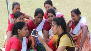 भारत के 12 राज्यों की 60% महिलाओं ने कभी इंटरनेट का इस्तेमाल नहीं किया है: सर्वे रिपोर्ट