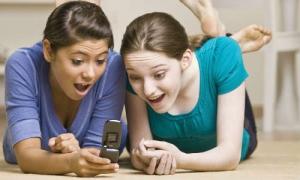 लड़कों से ज्यादा लड़कियों को होती है मोबाइल की लत
